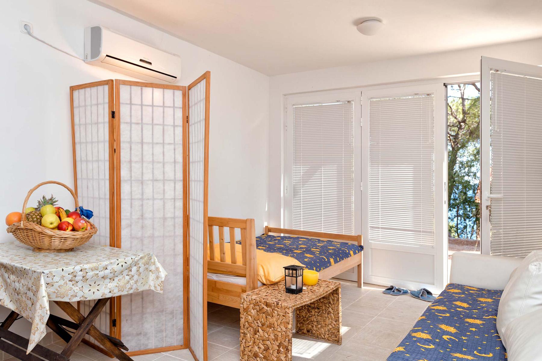 small-apartment-slider1